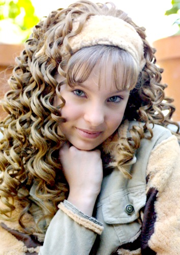 Foto de Belinda de niña con cabello frizado