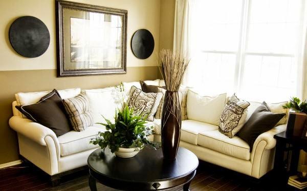 Sofa ruang tamu berukuran kecil