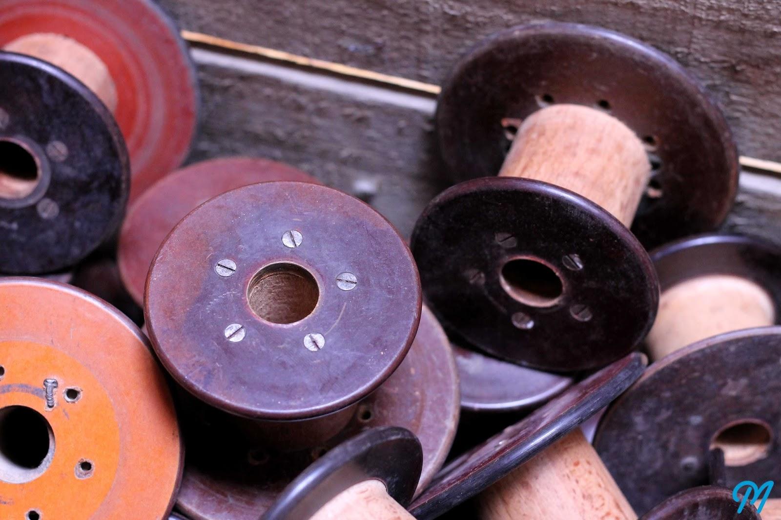 bobines anciennes de filature en bois bak lite et. Black Bedroom Furniture Sets. Home Design Ideas