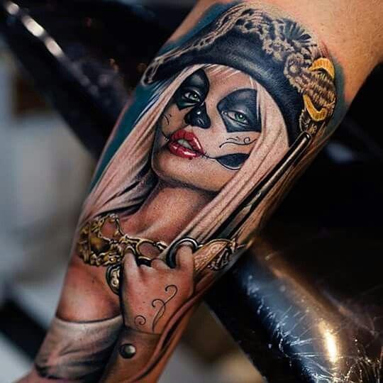 foto de tatuaje de catrina en el brazo