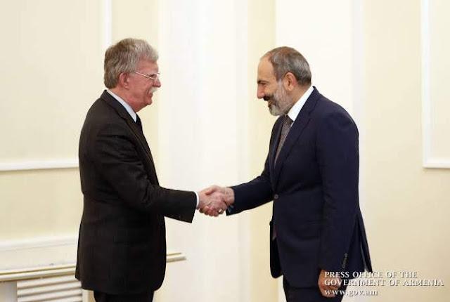 Bolton instó a Armenia a abandonar influencia rusa