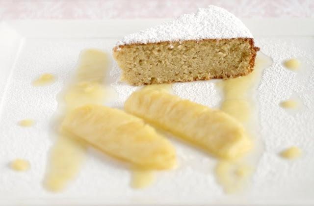 Torta di zenzero con  ananas  grigliato