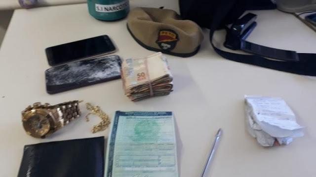Suspeito de distribuir drogas em Brotas é preso após tentar subornar policiais com R$ 5 mil