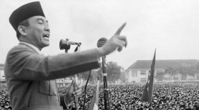 pidato soekarno di depan masyarakat indonesi