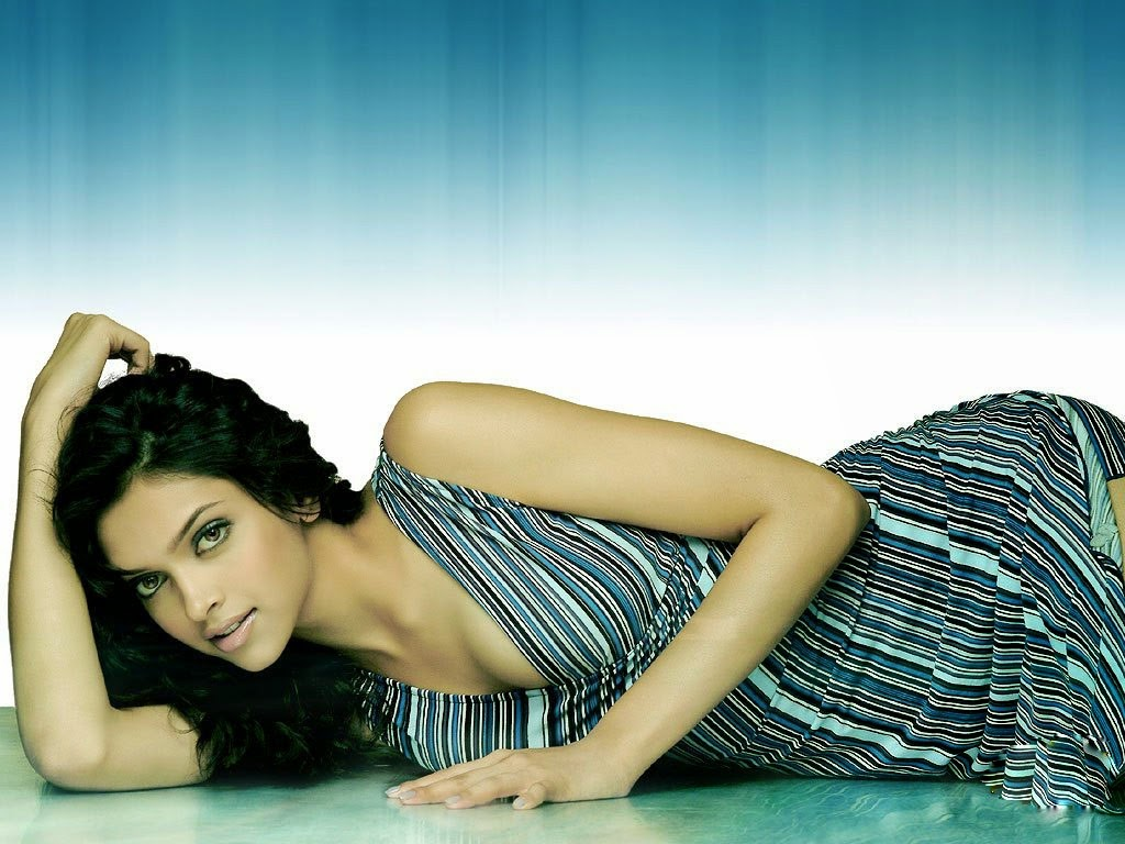 Bollywoods: Deepika Padukone Bollywoods Hot Actress