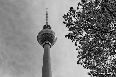 Berliner Fernsehturm, by Guillermo Aldaya / AldayaPhoto
