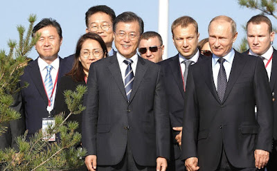 Vladimir Putin and Moon Jae-in at the Far East Street exhibition.