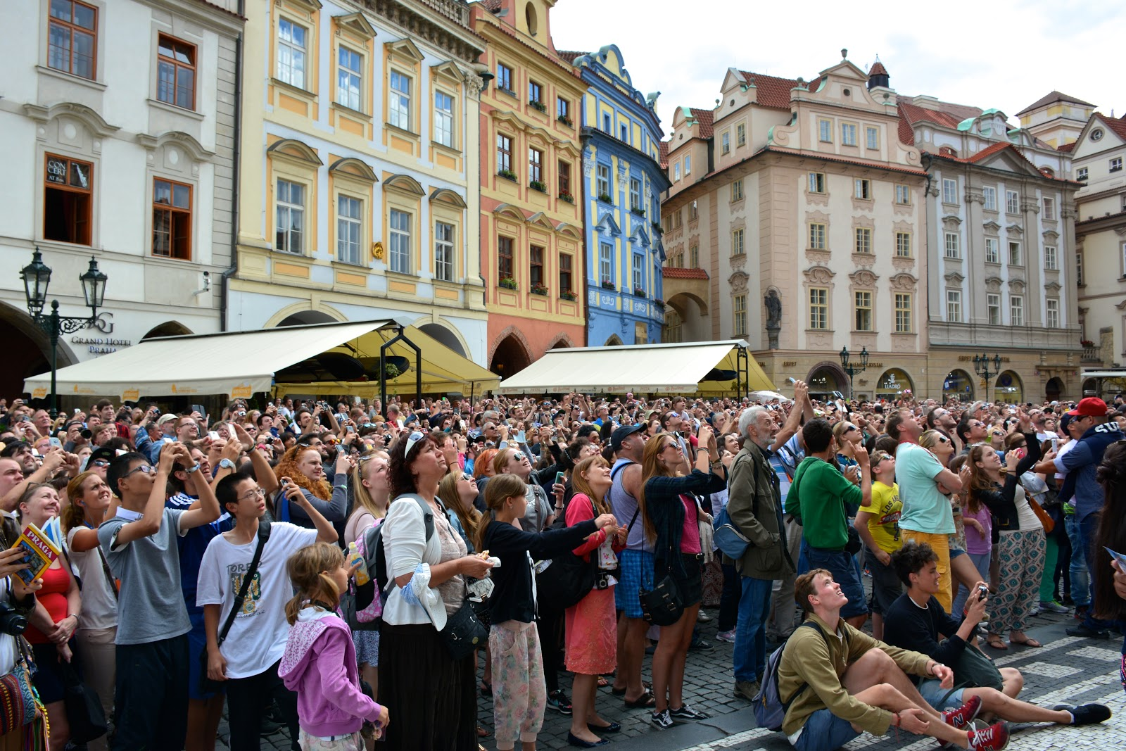 Crowds gather at the Prague astronomical clock