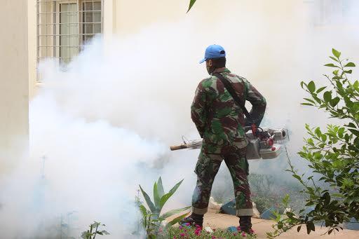 Cegah Malaria, Prajurit TNI Fogging Wilayah Supercamp-Darfur