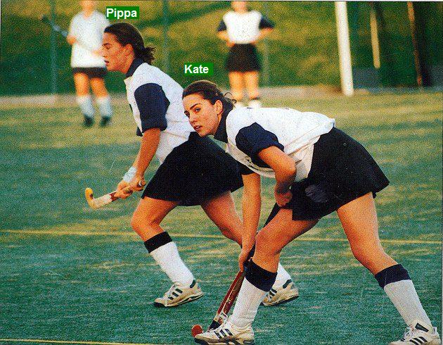 Kate y Pippa Middleton jugando hockey sobre césped en el Marlborough College, con 18 y 17 años, respectivamente.