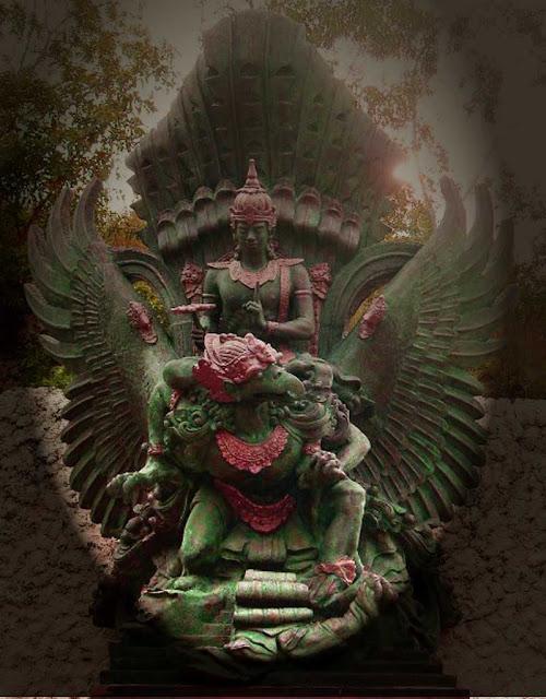 Foto Patung Dewa Wisnu naik Garuda