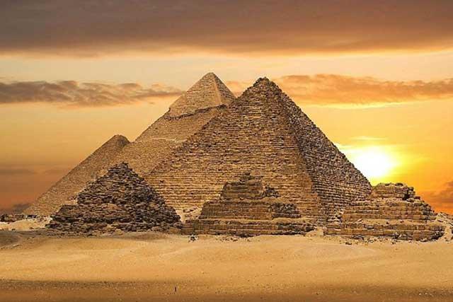 Piramid Dulunya Memiliki Dinding yang Berkilauan