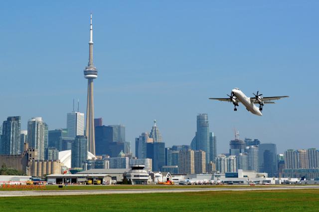 Como ir de Toronto a Ottawa de avião