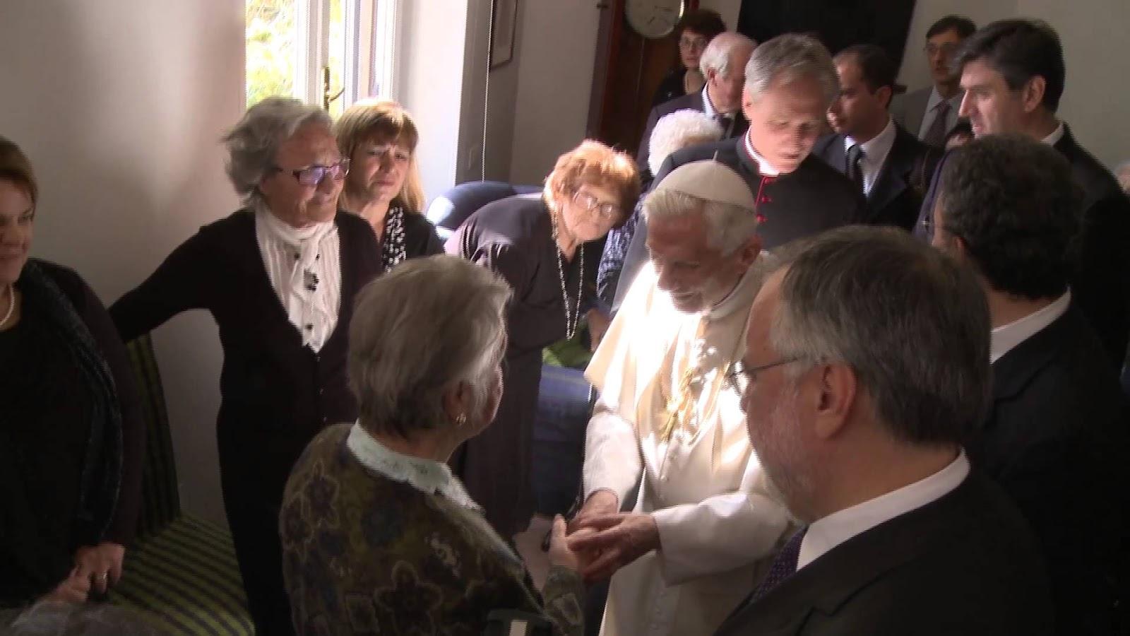 Vengo tra di voi come vescovo di roma ma anche come anziano in visita ai suoi coetanei superfluo dire che conosco bene le difficoltà i problemi e i