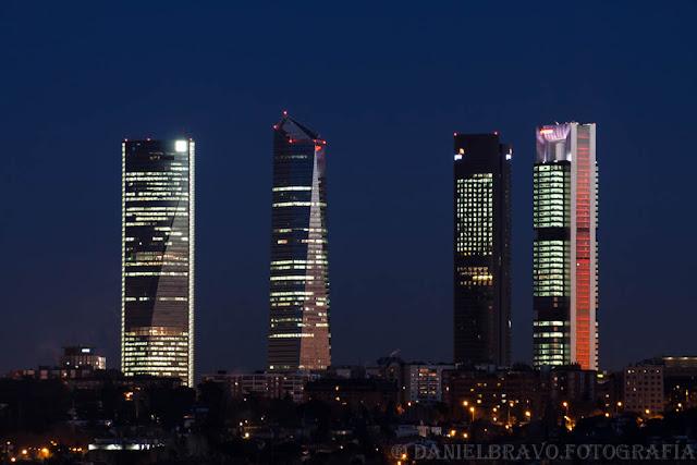 Fotografía nocturna de las 4 Torres de Madrid