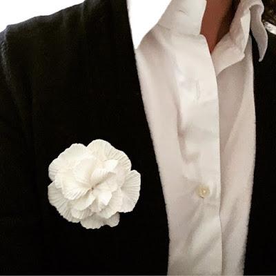 Du nouveau dans la boutique en ligne : une fleur blanche comme un camélia - La Fille du Consul / Delphine R2M