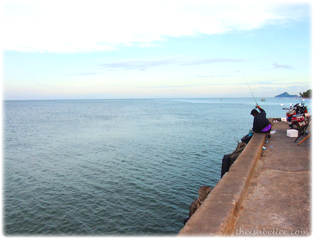 Fishing on the jetty at Hua Hin