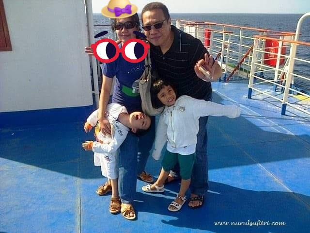 tempat wisata honeymoon terindah di lombok nurul sufitri social media mom blogger writer traveloka traveling di atas kapal ferry