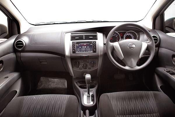 Interior Nissan Grand Livina 2015