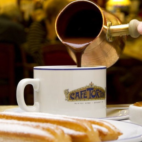 Chocolate con churros del cafe Tortoni en Buenos Aires