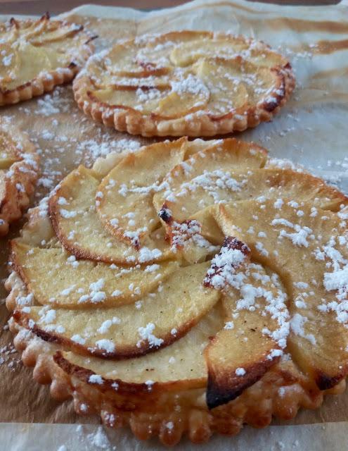 """alt=""""tartelettes fines aux pommes et mascarpone"""""""