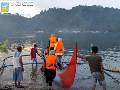 perahu-jukung-untuk-tour-lumba-lumba