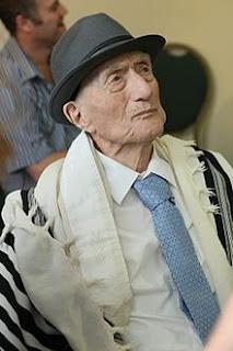 وسائل الإعلام الاسرائلية : وفاة أقدم رجل في العالم ، عن عمر 114