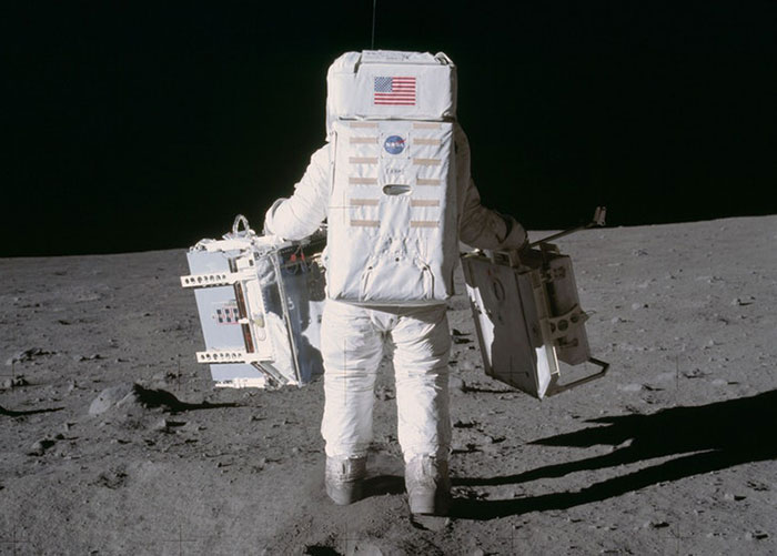 Someone Compared Pictures Of The First Footsteps On The Moon And Neil Armstrong's Boots To Prove They Didn't Match, But Facts Destroyed His Claim