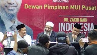 dr. Zakir Naik bersama MUI