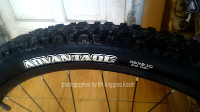 Ban sepeda belakang Maxxis Advantage 26 x 2.10.