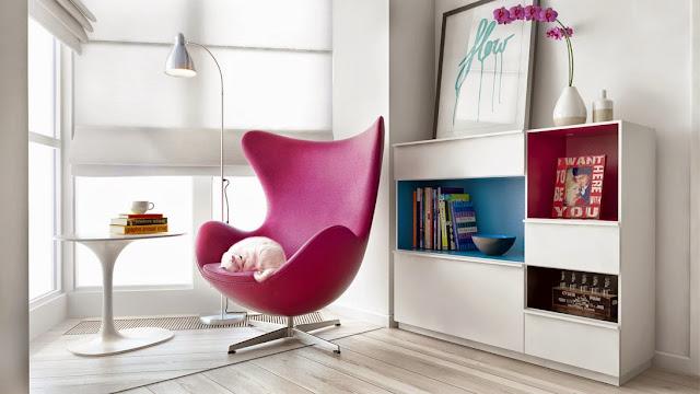 Apartamento branco decorado em turquesa, marinho e pink. Blog Achados de Decoração