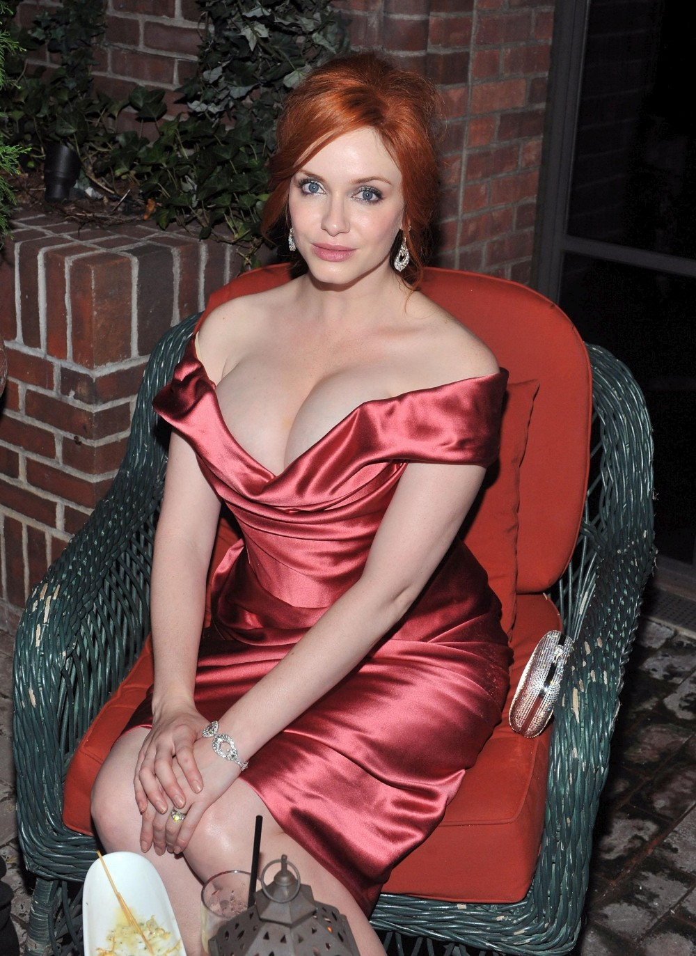 Christina Hendricks Show Off Her Big Breasts With Massive -9204