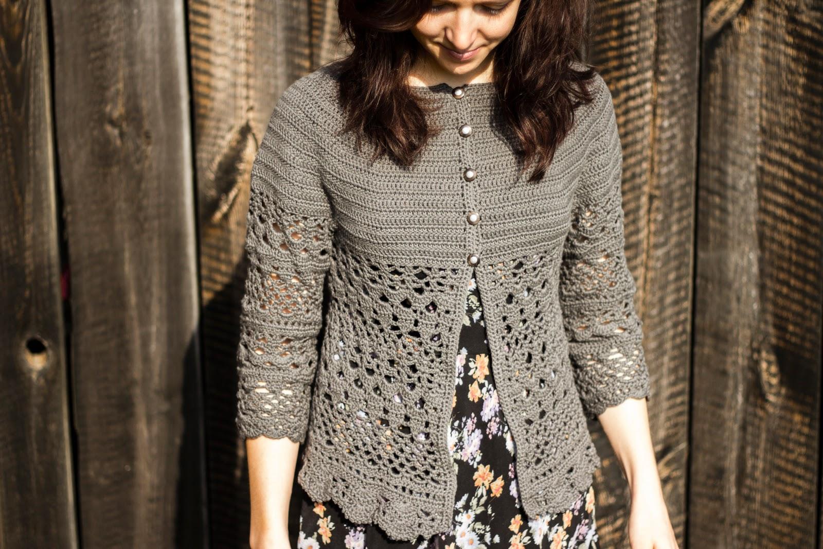 """Gehäkelte Jacke """"Lacey Days Jacket"""" mit Lochmuster nach einer gratis Anleitung von Drops Design - diy crochet cardigan drops cotton"""