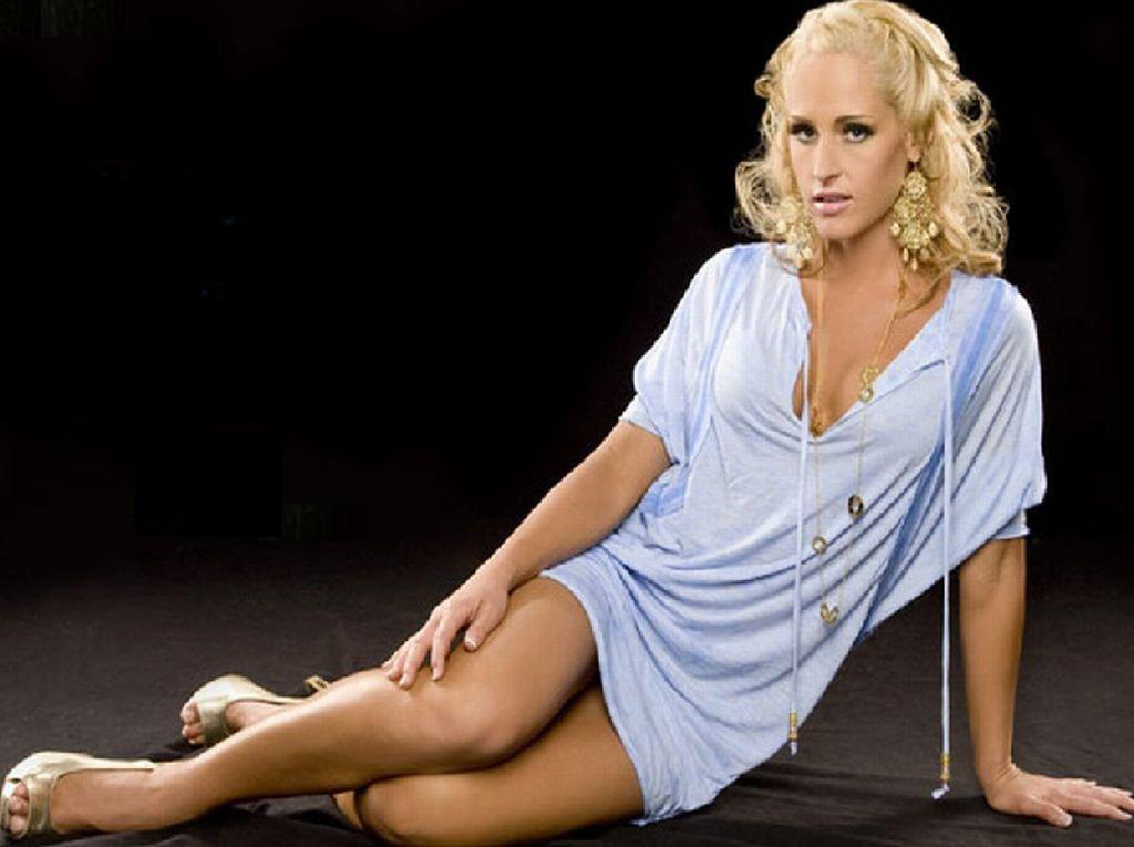 Michelle McCool Profile And Latest Photos 2013