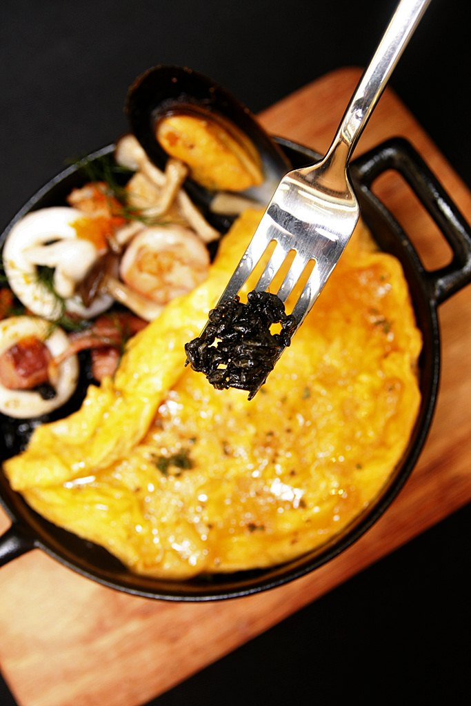Le Petit Soufflé squid ink rice