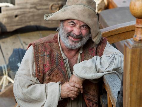 Bob Hoskins es Smee en la miniserie Neverland - Cine de Escritor