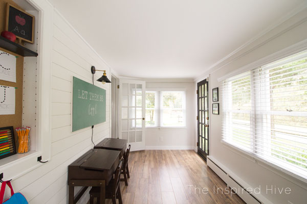 Decor ideas for a vintage modern schoolhouse themed playroom. Cute kids room for a modern farmhouse home!