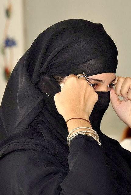 Beautiful & HoT Girls Wallpapers: Burka, Niqab Girls