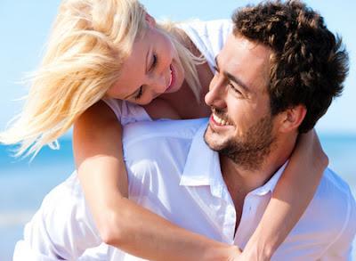 b868bc6f5de32 هل إستئصال الرحم يؤثر علي العلاقة الزوجية والحميمية - حبيبان رجل وامرأة  يحتضنان بعضهم - couple