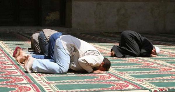 Lama Pimpin Shalat, Jamaah ini Nekat Bakar Imam Masjid