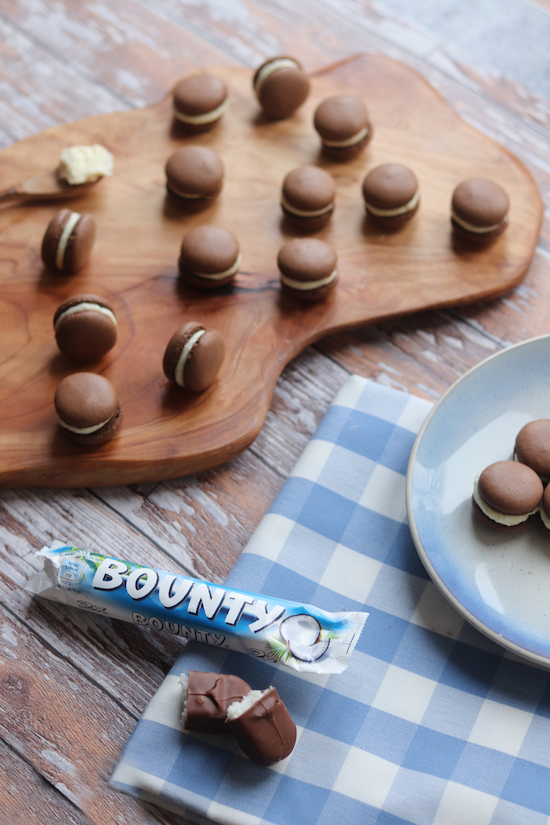 Emilys recipes and reviews uk food blog leicestershire if you like bounty bars and you like macarons well youve come to the right place if youve read a few any other my other macaron posts youll know im forumfinder Gallery