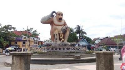 Bekantan Statue in Banjarmasin
