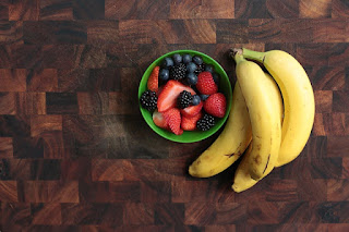 Bananas and berries - Treatment for dry eyes.