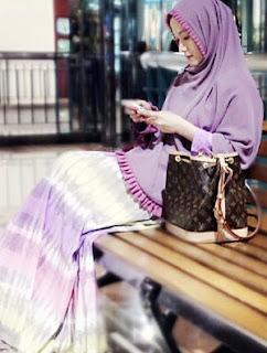 22 Foto Super Cantik Lyra Virna Dengan Baju Muslim Syar'i Terbaik