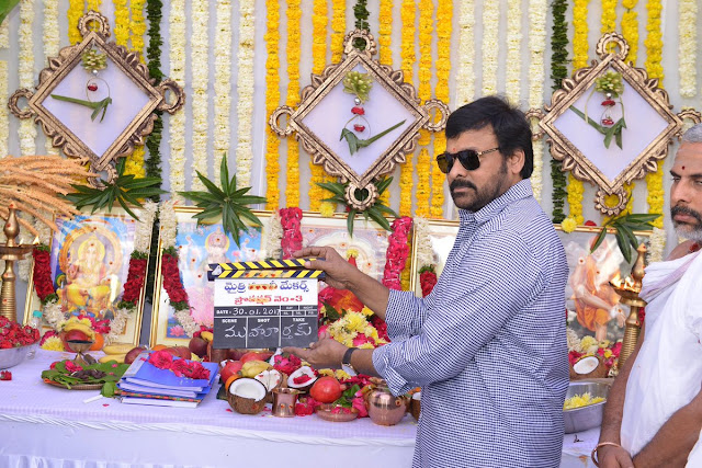 Megastar chiranjeevi clapping for Ramcharan sukumar new movie
