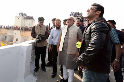 salman-modi-flying-the-kites-enjoying-with-public