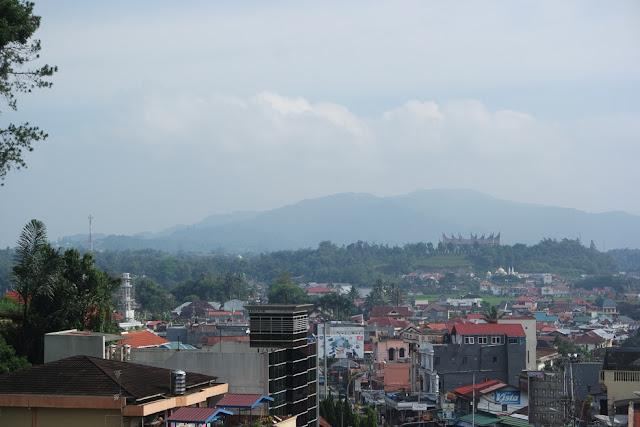 view kota bukittinggi dari benteng fort de kock