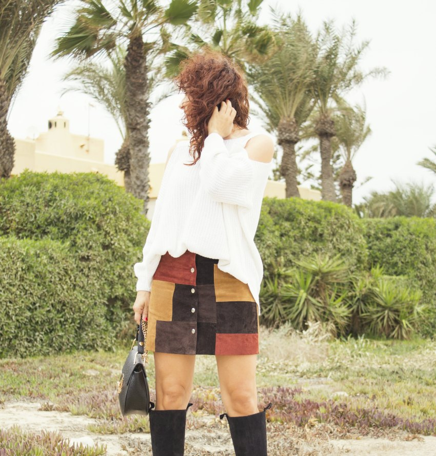 melange_boutique_fashion_blog_de_moda_falda_ante_patchwork_mango_botas_altas_off_shoulder_hombros_descubiertos_jersey_shein_playazo_de_vera_almeria_4