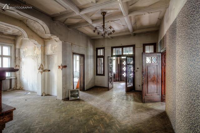 entrada Casa Fresas mansión abandonada Sofía Bulgaria