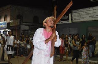 http://vnoticia.com.br/noticia/2581-emocao-e-fe-encenacao-em-sfi-lembra-os-ultimos-passos-de-jesus-na-via-sacra